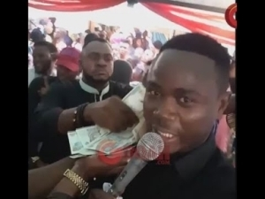 Video: Odunlade Adekola Sprays Money, Dance At His New Party At His N150Million Newly Completed Home In ABK